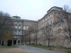 Accès au Château et remparts