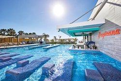 Poolside bar w/ swim-up bar