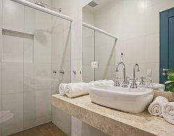 Banheiro da suite master com vista.