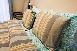 Nos encanta que puedas descansar y ¿Qué mejor que no dos sino, cuatro almohadas de la mejor cali