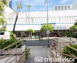 Entrance at the Shoreline Hotel Waikiki