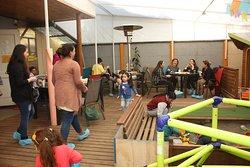 en Casa Madriguera todo fluye para que los espacios de niños y adultos sean 1