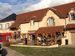 Photo de l'étendu du restaurant qui doit être très agréable l'été.