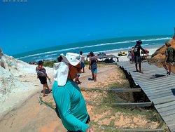 final das falesias de morro branco na praia