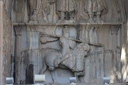 Die Krönungszeremonie des sassanidischen Königs Chosrau (خسرو) II. Große Grotte, unterer Teil.