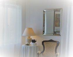Les Terrasses - Gordes. Détail de la chambre Isabelle.