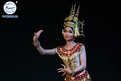 Apsara dancing performance in Cambodia night  - www.hieutour.com +84939666156 contact@hieutour. http://hieutour.com/tour/incredible-cambodia-trip-3-days-2-nights/