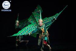Apsara dancing performance in Cambodia night  - www.hieutour.com +84939666156 contact@hieutour. http://hieutour.com/tour/incredible-cambodia-trip-4-days-3-nights/