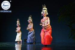 Apsara dancing performance in Cambodia night  - www.hieutour.com +84939666156 contact@hieutour. http://hieutour.com/tour/incredible-cambodia-trip-6-days-5-nights/