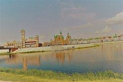 Набережная реки  Малая Кокшага . Совмещающая Российкую архитектуру с Европейской .