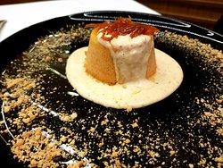 Semifreddo alla zucca con mandorle tostate su salsa di amaretto