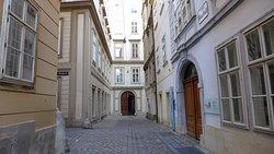 Улица у Дома Моцарта