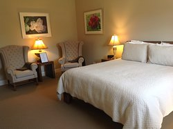 Beautifully furnished and very comfortable king size bed.