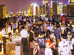 Our rooftop terrace has spectacular panoramic views of the bund.  Be surrounded in the magical moment.