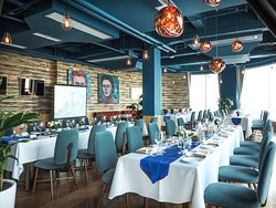 Our elegant river room ready for an elegant afternoon luncheon.  Sound and projector systems available.