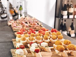 Tapas (Tapas Buffet every Thursday 18-20, 5 EUR)