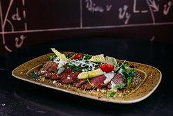 Теплый овощной салат с говядиной