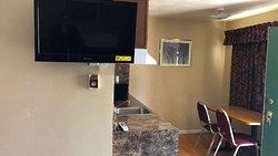 MH Village Inn Motel MI Guestroom King