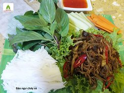Baongu mushroom fried with lemongrass (roll with rice paper)
