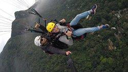 voando de parapente (EQUIPE RIOGLIDER)
