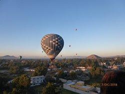 lo mejor es ir fines de semana que hay muchos globos en el aires es muy surrealista