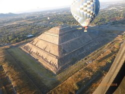 pasamos bien cerca de las piramides