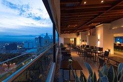 Sky Lounge Restaurante & Bar
