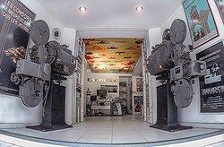 Proyectores de cine de 35 mm, entregados al Museo CALIWOOD por el doctor Ciro Cabal Cabal,  en nombre y representación del Ingenio Pichichí S.A.
