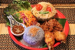 "Y11.""KAO MUN SOM TUM"" Home style combo platter ข้าวมันส้มตำ Savory crispy free range chicken floss with green papaya salad, fried chicken wings and coconut rice"