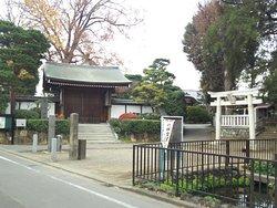 明静院山門と、岩戸八幡神社の石鳥居
