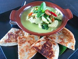 Green curry chicken & roti