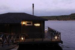 Парная на плоту с купелью в Ладожском озере