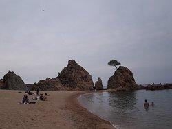 La Playa Mar Menuda. No es total de arena, pero bien.