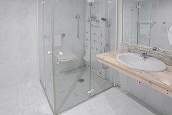 Baño adaptado para personas con problemas de movilidad.