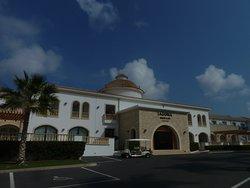 Wejście główne do hotelu Mitsis