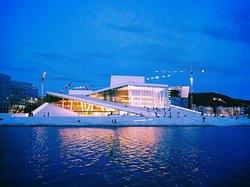 Operahuset in the blue hour !
