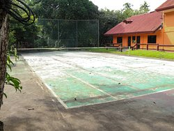Jconfarm Hotel with tennis court in foreground