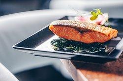 Salmon with spinach, cream, black rice nad Grana Padano