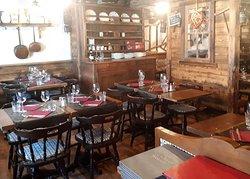 Salle du Restaurant Au Vieux Grenier SERVICE de 12h à 14h30 et de 19h à 23h !