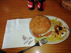 Ricos torreznos y bestia hamburguesa