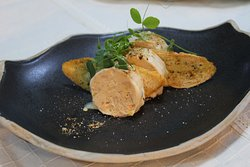 Pate de foie gras cu ganache de ciocolată albă și trufe - pregătit pentru petrecerea de Revelion 2019