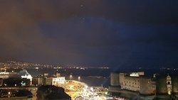 Ottimo hotel in pieno centro a Napoli con colazione e vista spettacolari