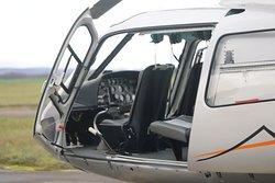Vue de l'hélicoptère Ecureuil AS 350 BA n°1410  - Transport léger de personnel  Un pilote plus cinq passagers
