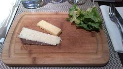 The cheese board: unfortunately a lot of board, with little cheese
