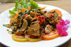 pork lemongrass, peanuts, basil and chili served with rice