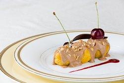 Profiterol della Zia Gigia: Soffici bignè ripieni di crema alle ciliegie e copertura al gianduia  Choux pastry filled with a cherry cream, topped with gianduja ganache