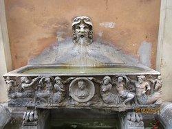 Fontana Torlonia a via Bocca di Leone
