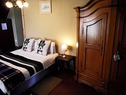 Double bed in Suite 4