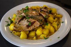 En Platero hacemos todos nuestros platos con amor y pasión.