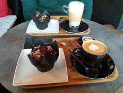 Delicioso café y muffi, extremadamente suave!